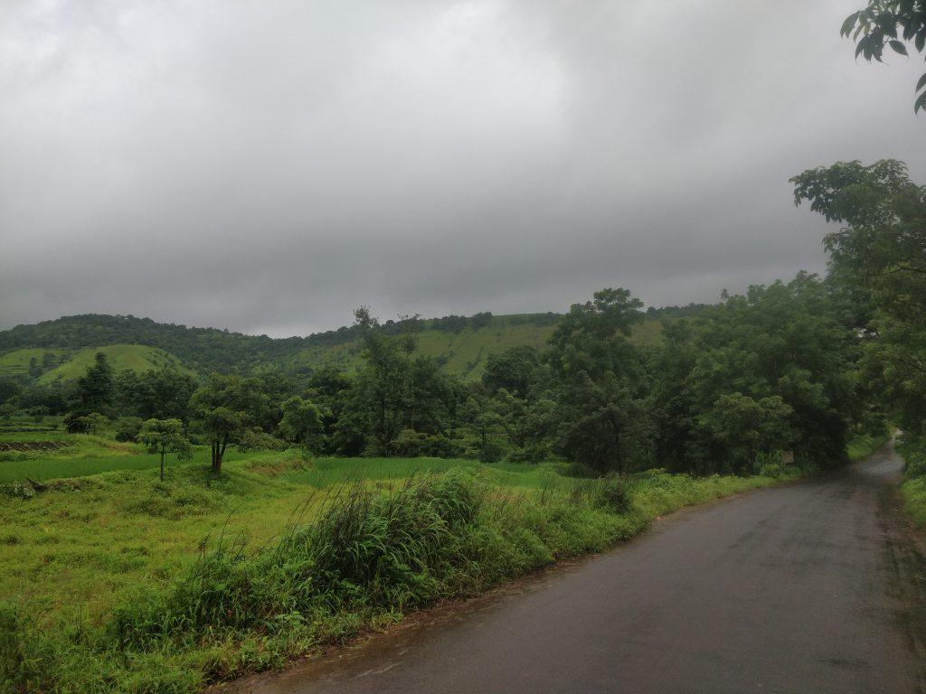 The Kahdakwasla Backwaters road